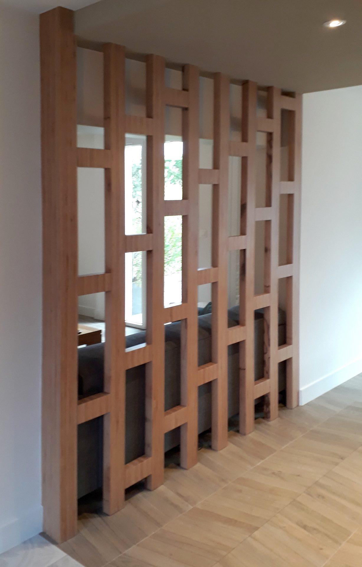 Cloison bois géométrique ajourée
